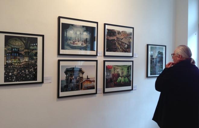 """""""Ara Güler. Das Auge Istanbuls"""", so lautet der Titel einer sehenswerten Foto-Schau , die heute eröffnet wurde. Neben vielen Schwarz-Weiß-Fotos sind auch einige Farbfotos in Monschau zu sehen."""