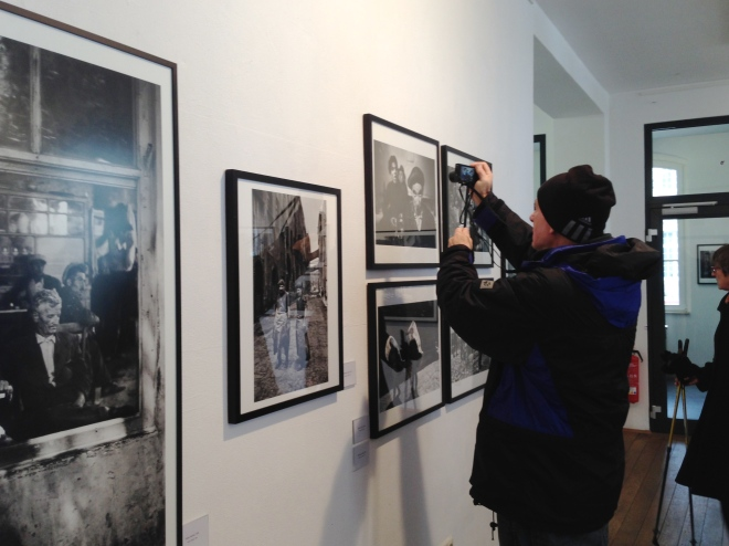 Ara Güler, geboren 1928, fotografiert noch heute. Er inspiriert Hobbyfotografen, es ihm gleich zu tun. Mit seinen Fotos zeigt der Dokumentarfotograf das Istanbul der 50er, 60er und 70er Jahre.