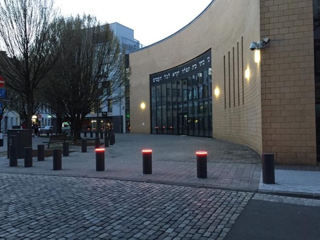 Die Aachener Synagoge in der Promenadenstraße. Sie ist dort gebaut worden, wo einst Aachens alte Synagoge stand. Dass ich bei der Eröffnung dabei sein durfte, freut mich noch heute.