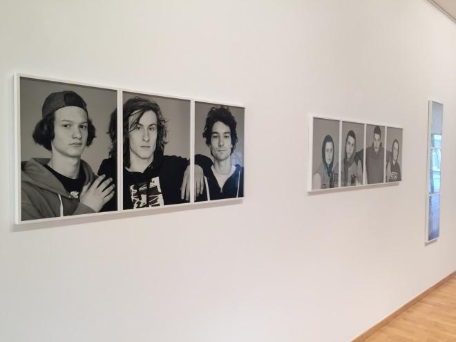 """Blick in die Ausstellung im """"Raum für Kunst"""" der Sparkasse Aachen."""